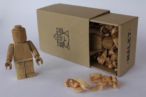 01-_drevena-lego-postavicka.jpg