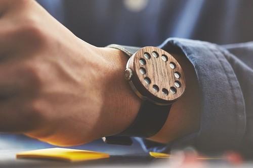 drevene-hodinky-grovemade-orech.jpg