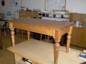 konferenční_stolek se soustruženýma nohama.jpg