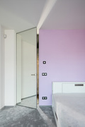 MASTER_DOOR_se_zrcadlem_na_plose_foto_zdroj_JAP_FUTURE.jpg