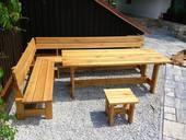 zahradní_nábytek_dřevěný.jpg